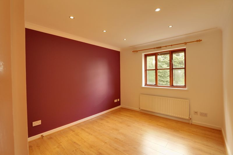 2 bed flat to rent in Maybury Court, Haling Park Road 4