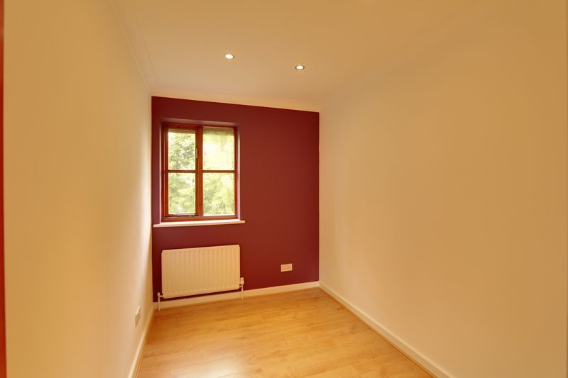 2 bed flat to rent in Maybury Court, Haling Park Road 6