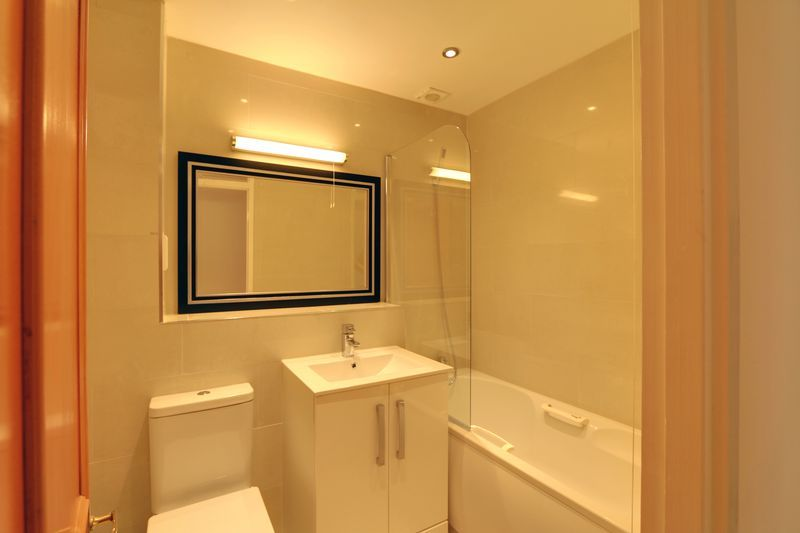 2 bed flat to rent in Maybury Court, Haling Park Road 7