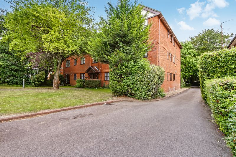 2 bed flat to rent in Maybury Court, Haling Park Road 8