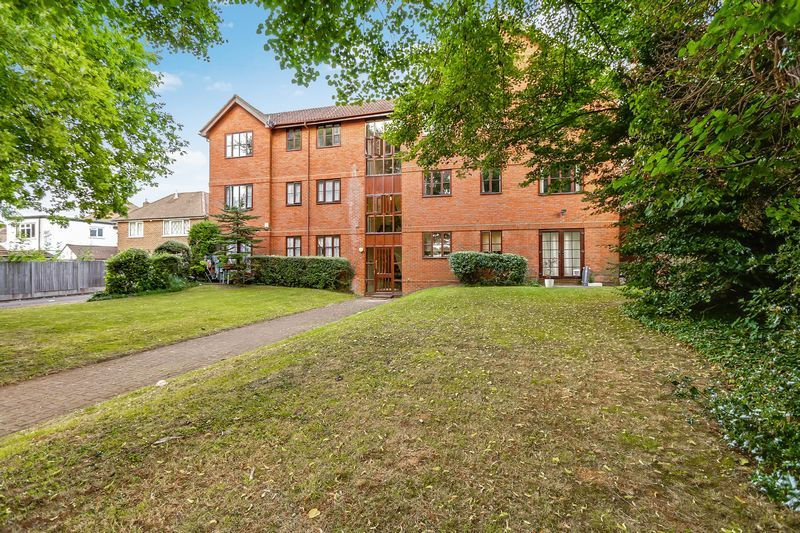 2 bed flat to rent in Maybury Court, Haling Park Road 9