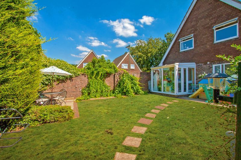 4 bed house for sale in High Beeches 18