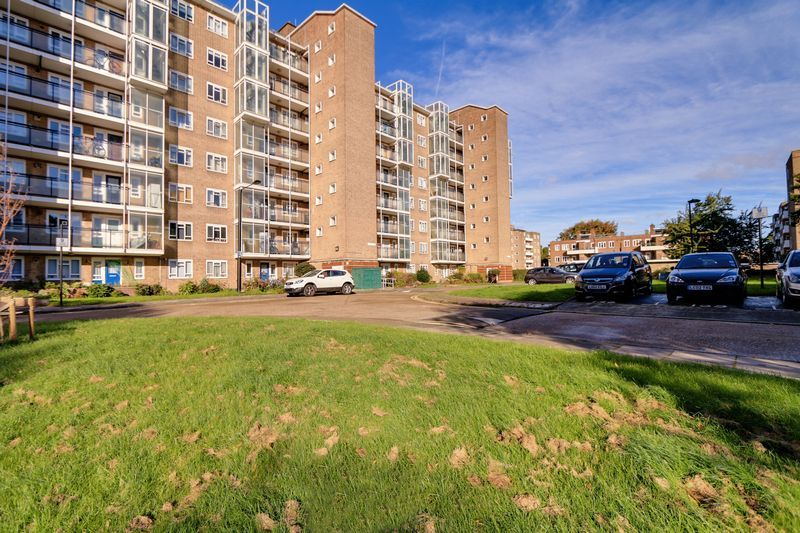2 bed flat to rent in Broomhouse Lane 1