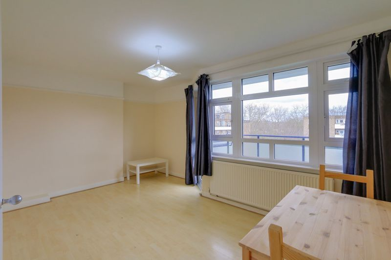 2 bed flat to rent in Broomhouse Lane 2