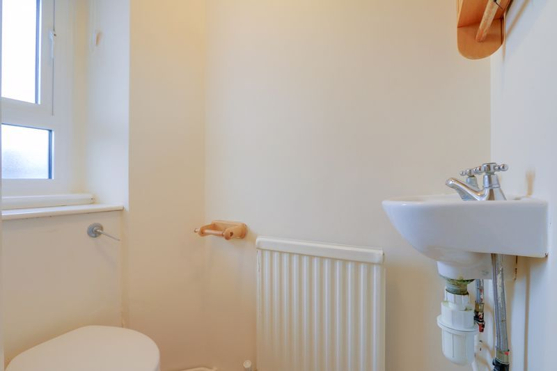 2 bed flat to rent in Broomhouse Lane 11