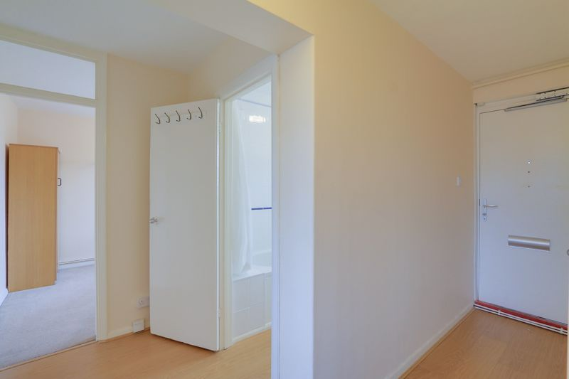 2 bed flat to rent in Broomhouse Lane 12