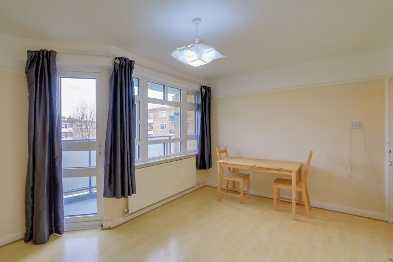 2 bed flat to rent in Broomhouse Lane 3