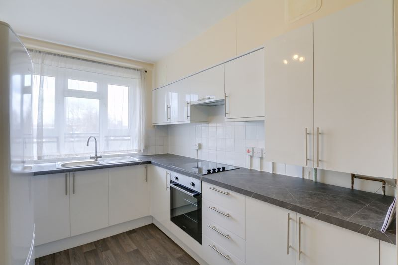 2 bed flat to rent in Broomhouse Lane 4