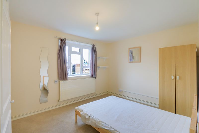 2 bed flat to rent in Broomhouse Lane 6