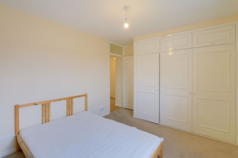 2 bed flat to rent in Broomhouse Lane 7
