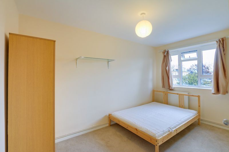 2 bed flat to rent in Broomhouse Lane 8