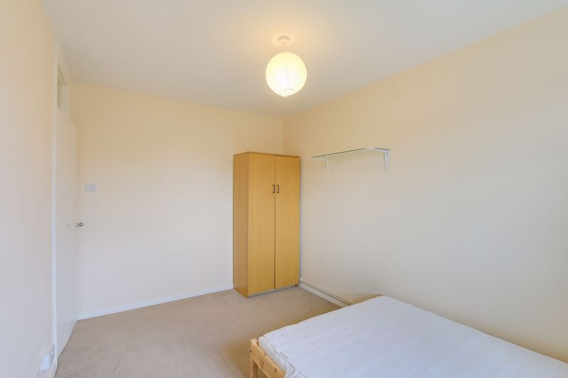 2 bed flat to rent in Broomhouse Lane 9
