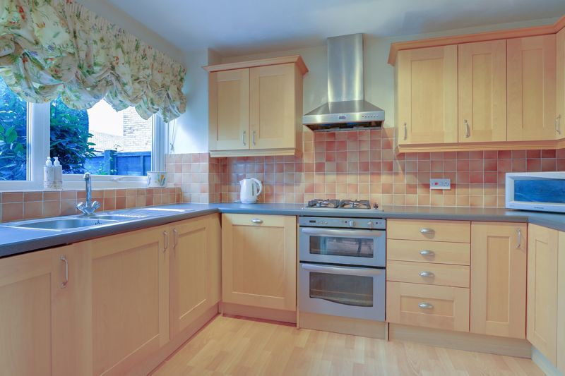 3 bed house for sale in Burnham Drive 6