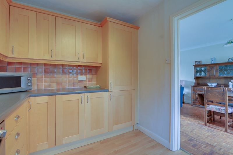 3 bed house for sale in Burnham Drive 7