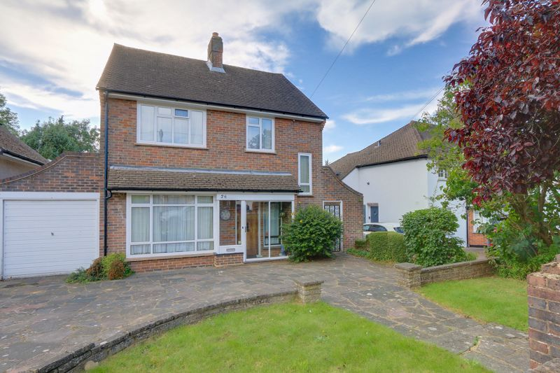 3 bed house for sale in The Spinney, KT18