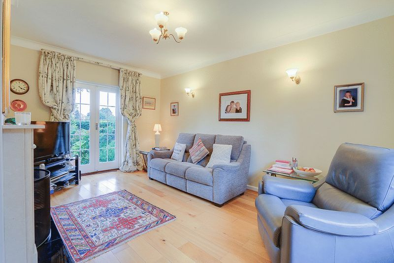 4 bed house for sale in Green Curve  - Property Image 2