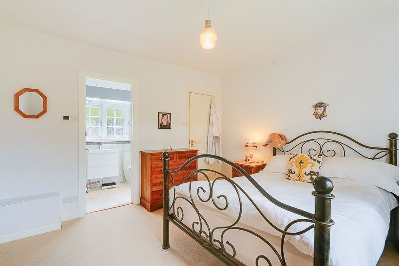 4 bed house for sale in Green Curve  - Property Image 11