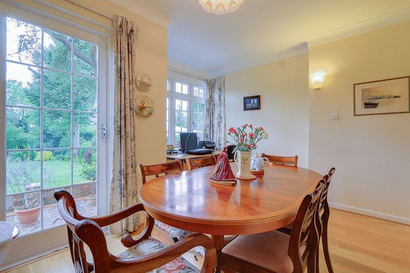 4 bed house for sale in Green Curve  - Property Image 4