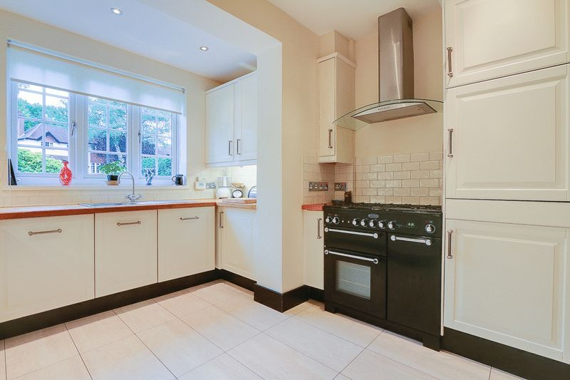 4 bed house for sale in Green Curve  - Property Image 7