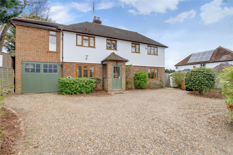 4 bed house for sale in Roundwood Way 1