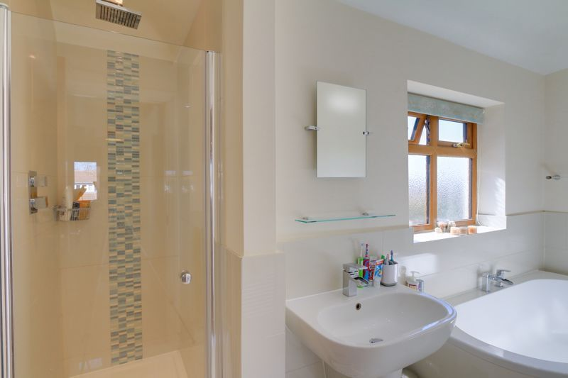 4 bed house for sale in Roundwood Way  - Property Image 15