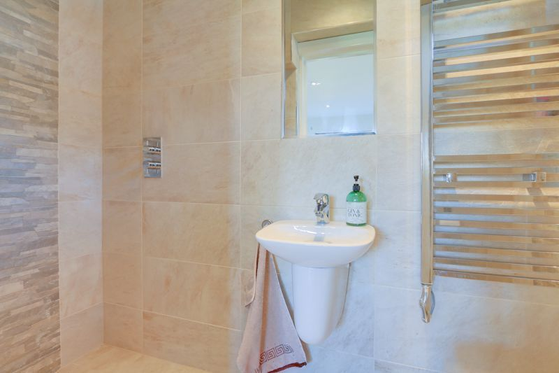 4 bed house for sale in Roundwood Way  - Property Image 20