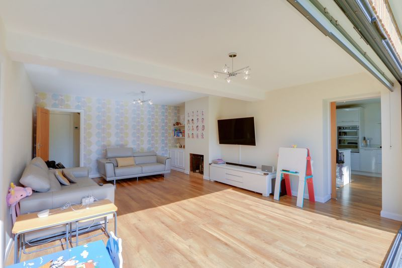 4 bed house for sale in Roundwood Way  - Property Image 3