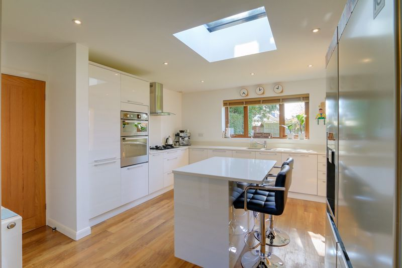 4 bed house for sale in Roundwood Way 4