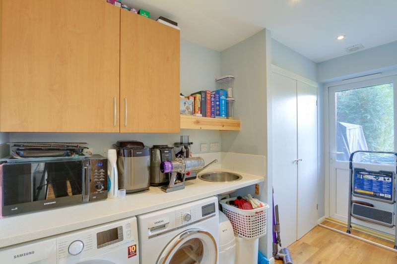 4 bed house for sale in Roundwood Way 7