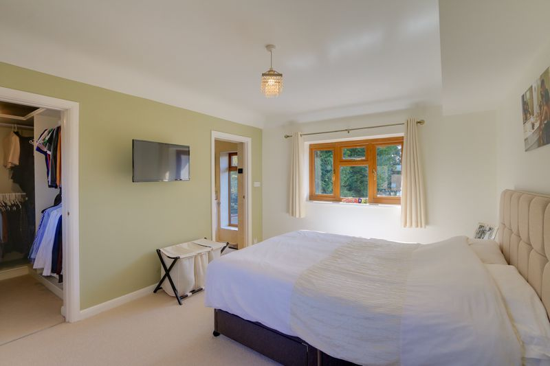 4 bed house for sale in Roundwood Way 8