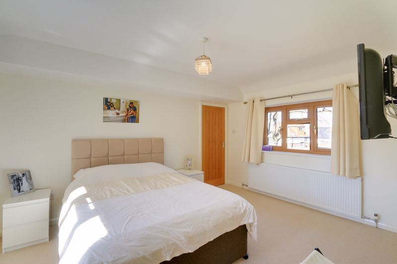 4 bed house for sale in Roundwood Way  - Property Image 9