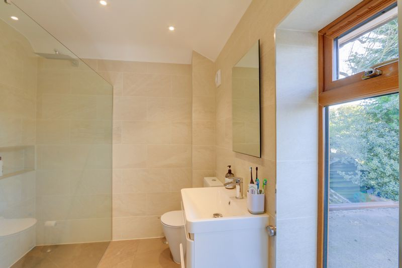 4 bed house for sale in Roundwood Way  - Property Image 10