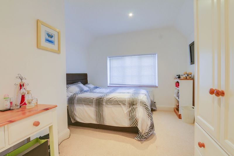 5 bed house for sale in Nork Way 16