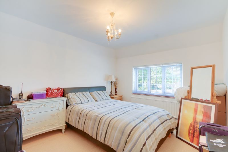 5 bed house for sale in Nork Way 19