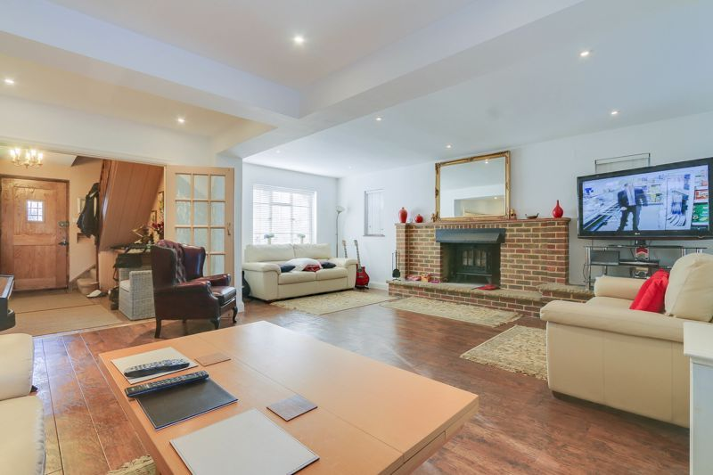 5 bed house for sale in Nork Way 3