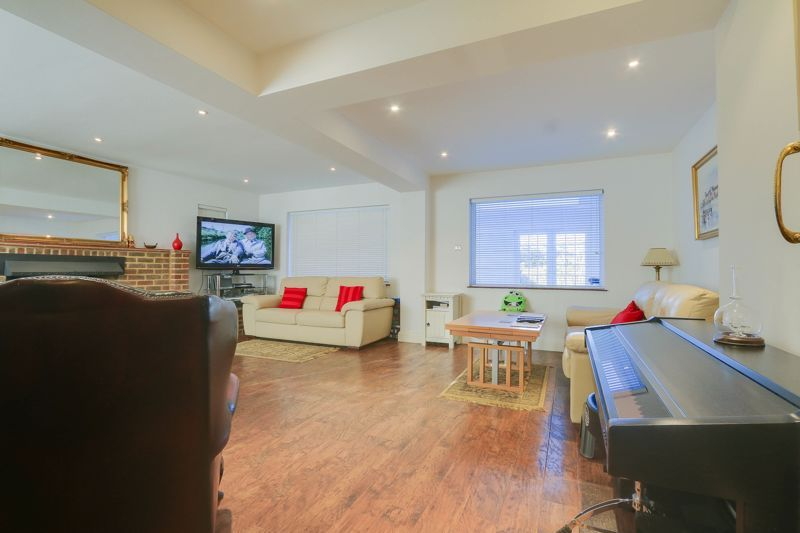 5 bed house for sale in Nork Way 4
