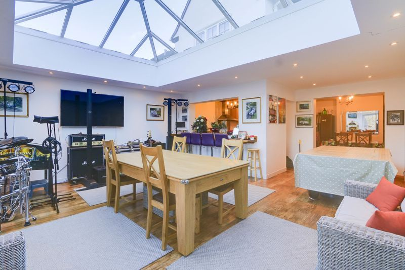 5 bed house for sale in Nork Way 6