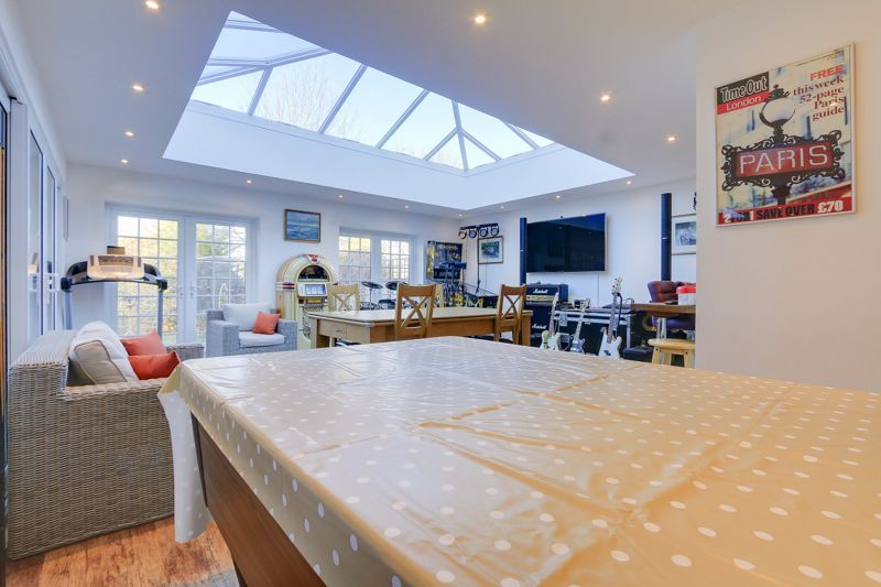 5 bed house for sale in Nork Way 7