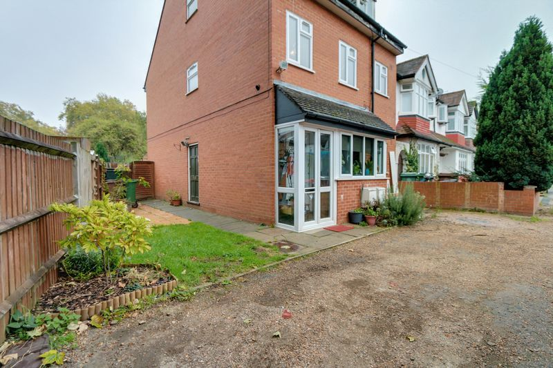 2 bed flat to rent in Deans Road - Property Image 1