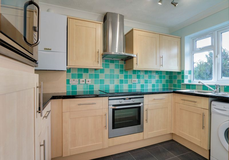 2 bed flat to rent in Deans Road 3