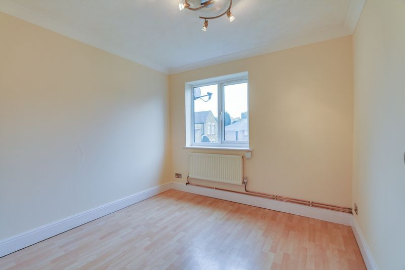 2 bed flat to rent in Deans Road 5