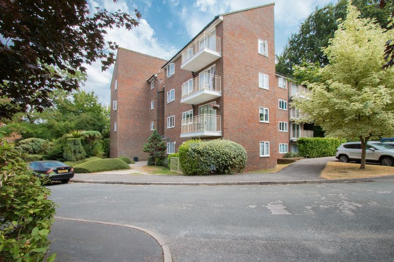 2 bed flat to rent in Basing Road, SM7