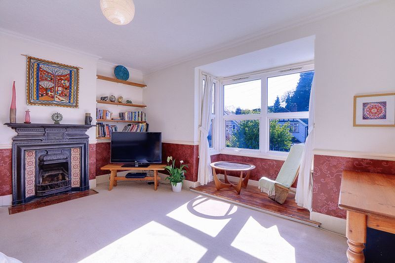 3 bed flat for sale in Nutfield Road 2