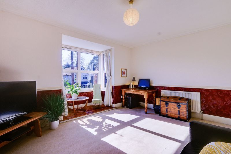 3 bed flat for sale in Nutfield Road 5