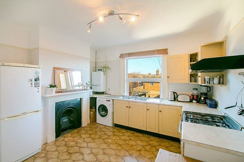 3 bed flat for sale in Nutfield Road 6