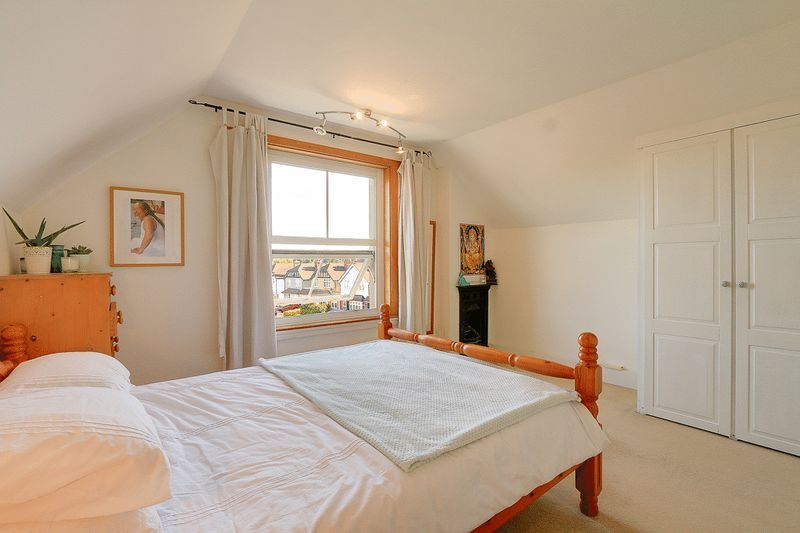 3 bed flat for sale in Nutfield Road  - Property Image 8