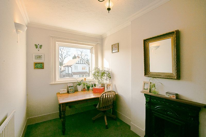 3 bed flat for sale in Nutfield Road 10