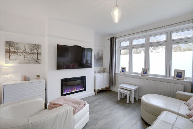 3 bed house for sale in Warren Road  - Property Image 2