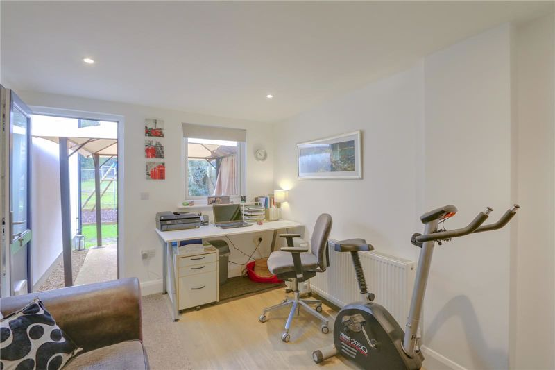 3 bed house for sale in Warren Road  - Property Image 11