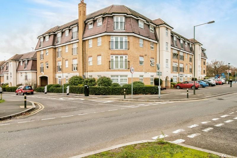 2 bed flat for sale in 104 Green Lane